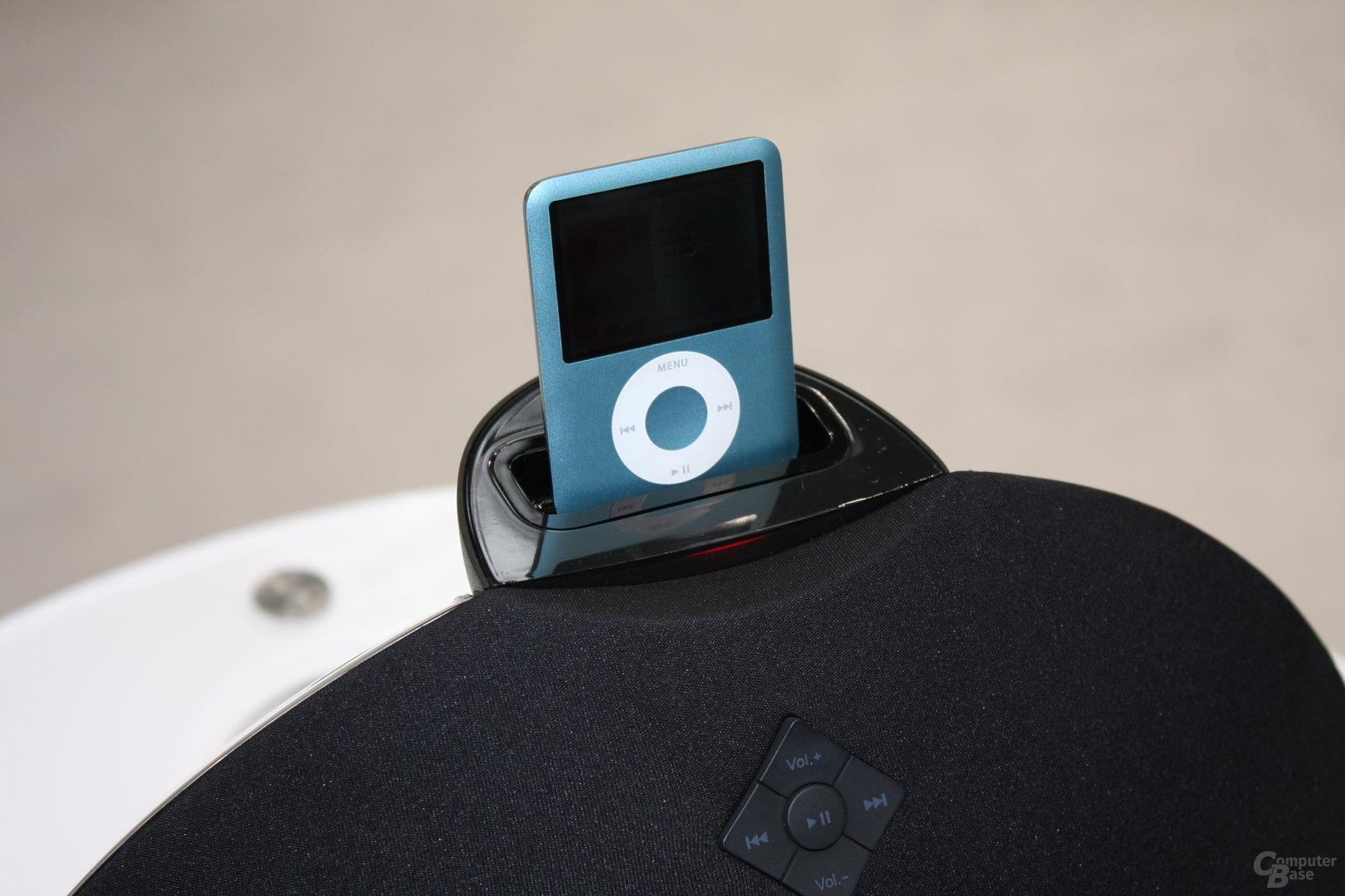 Edifier auf der CeBIT (iPod-Station Breathe)