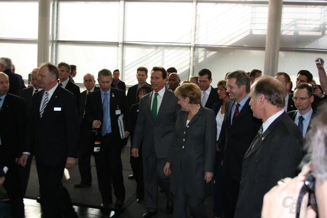 Arnold Schwarzenegger mit Angela Merkel und Christian Wulff