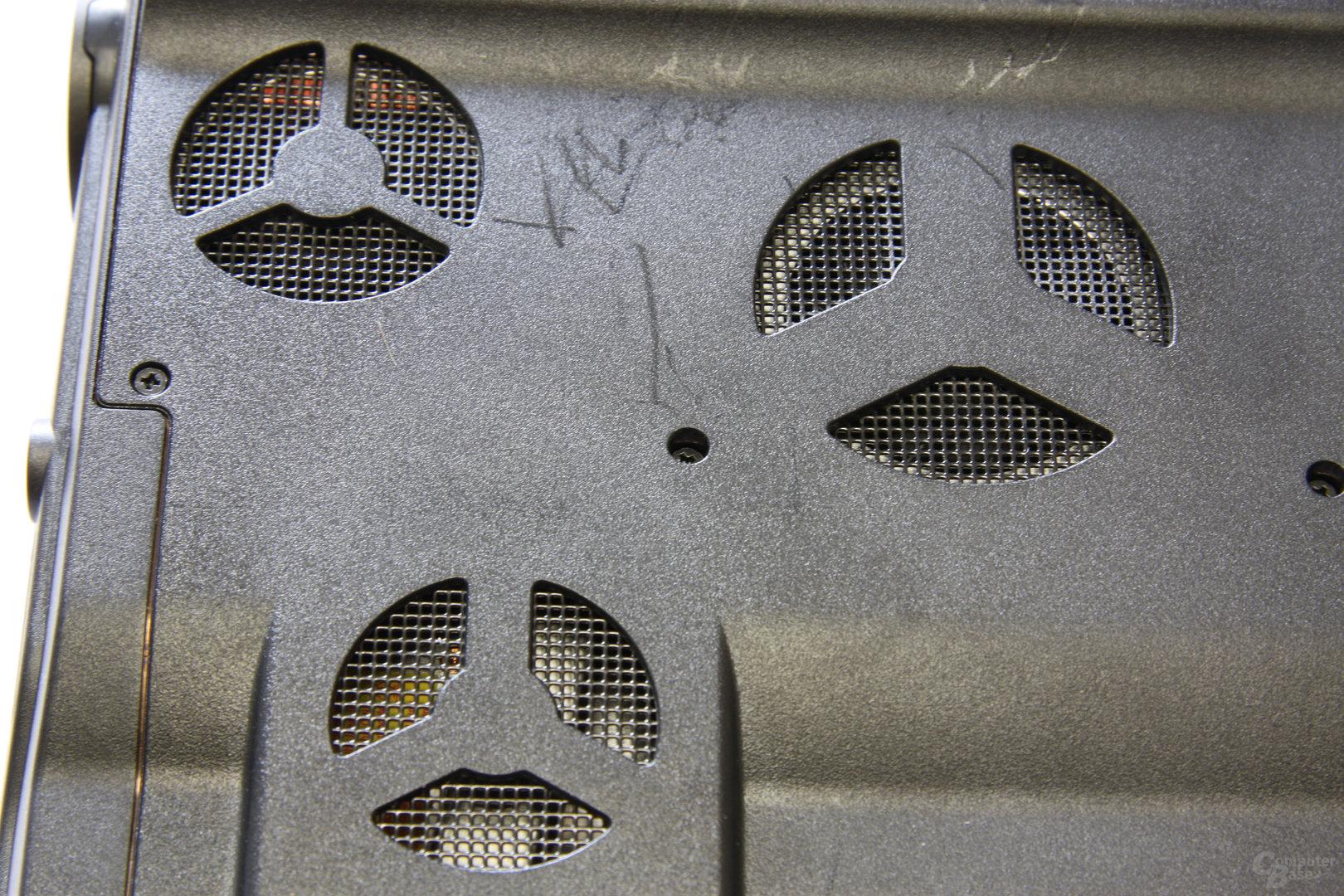 Schenker XMG7 Kühllöcher