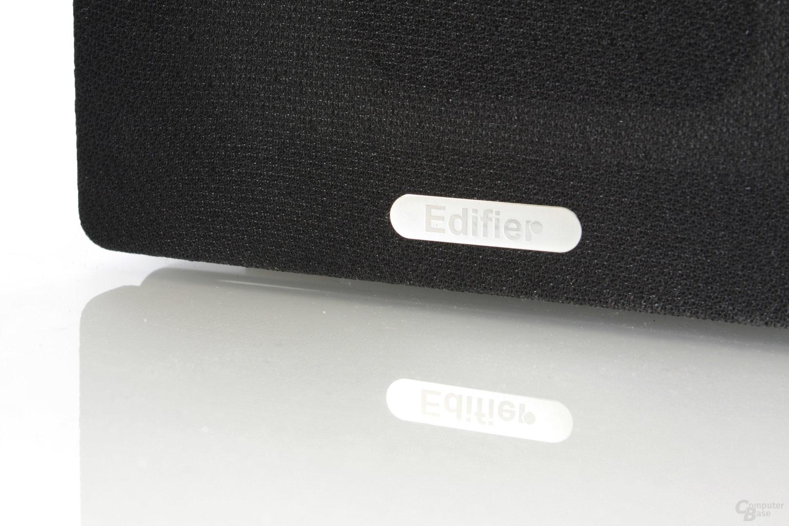 exakte Stoffbespannung der Lautsprecher