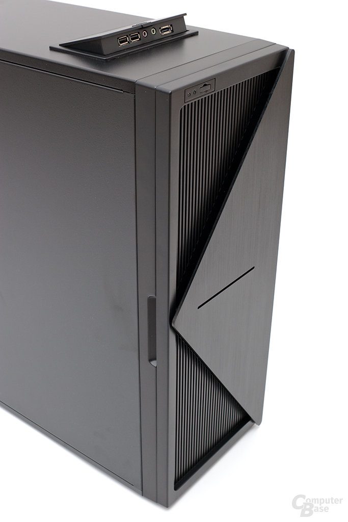 NZXT Whisper – Front