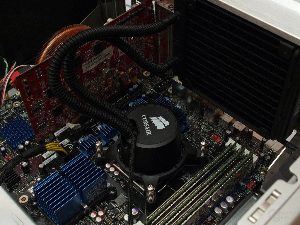 Aufgesetzter CPU-Part und montierter Radiator