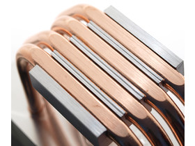 Millimetertiefe Riefen zwischen den Heatpipes