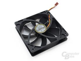 Insgesamt fünf leise Slip-Stream-SL-Lüfter arbeiten im PC
