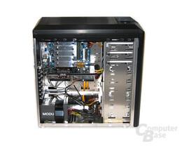 24 Innenraum mit Hardware