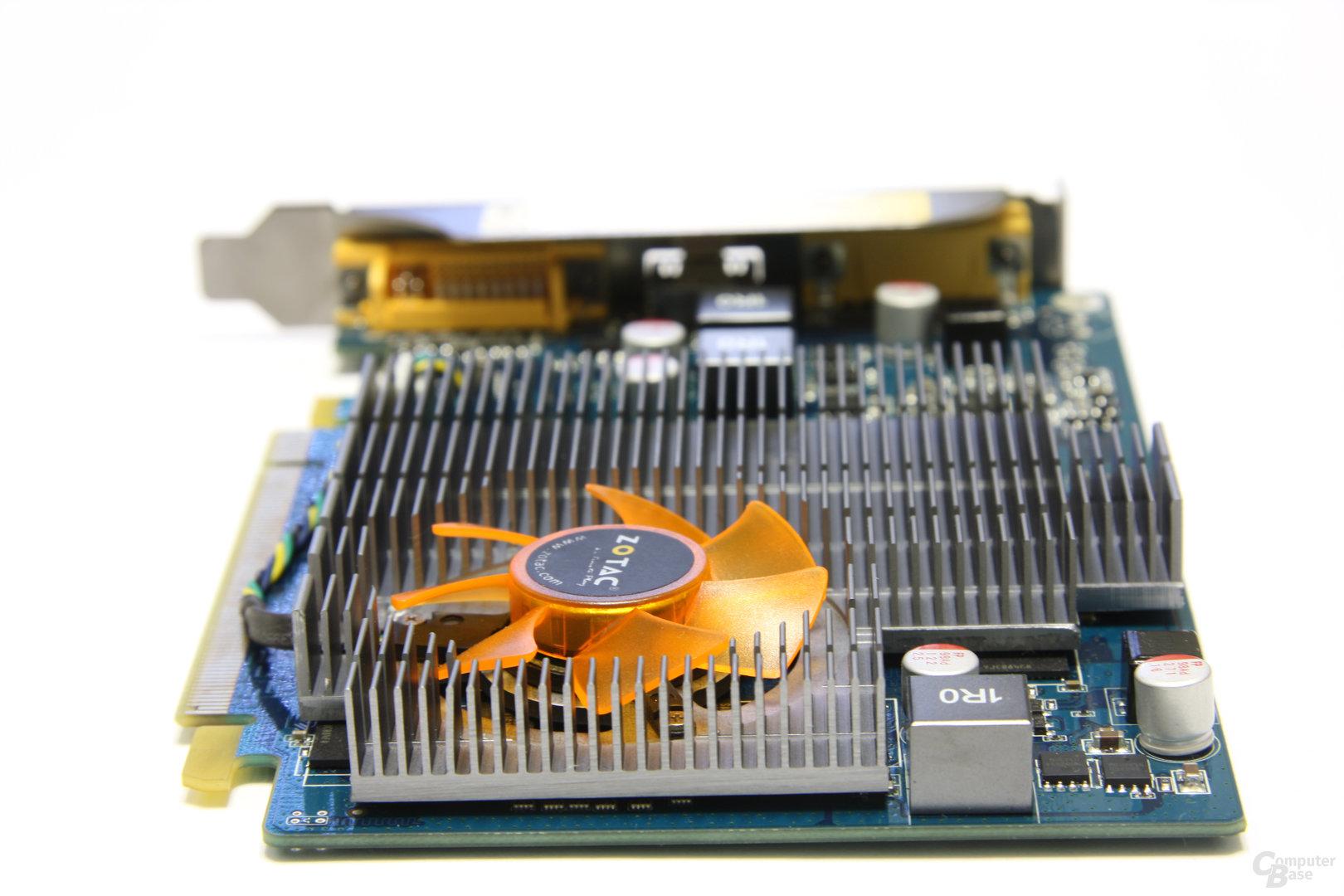 GeForce GT 220 von hinten