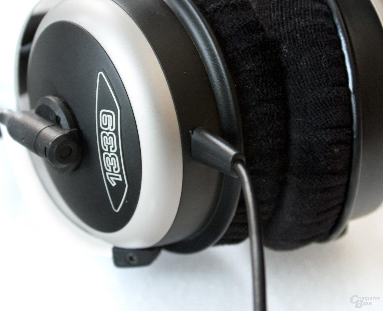 Kabel ist fest mit dem Headset verbunden