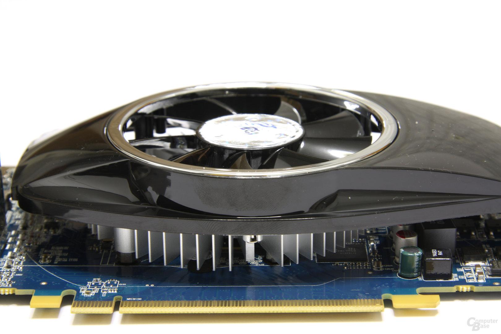 Radeon HD 5750 Seitenansicht