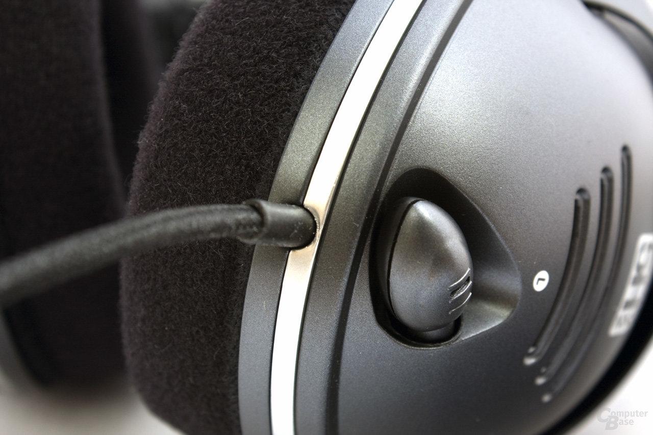 feste Verkabelung und versenkbarer Mikrofonarm