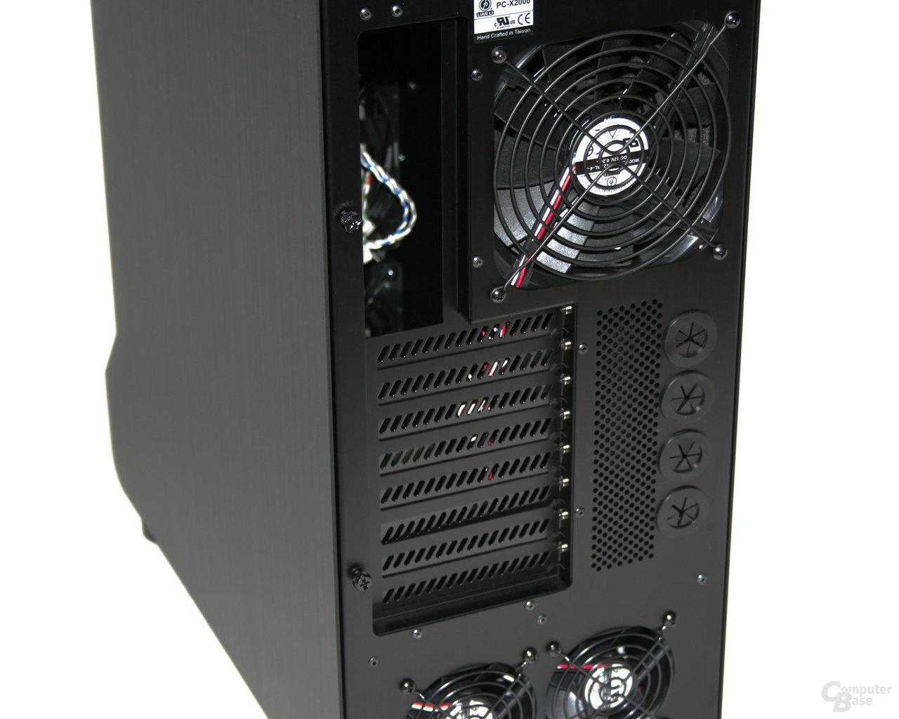 Lian Li TYR Super-Case PC-X2000BW – Schlauchdurchführung