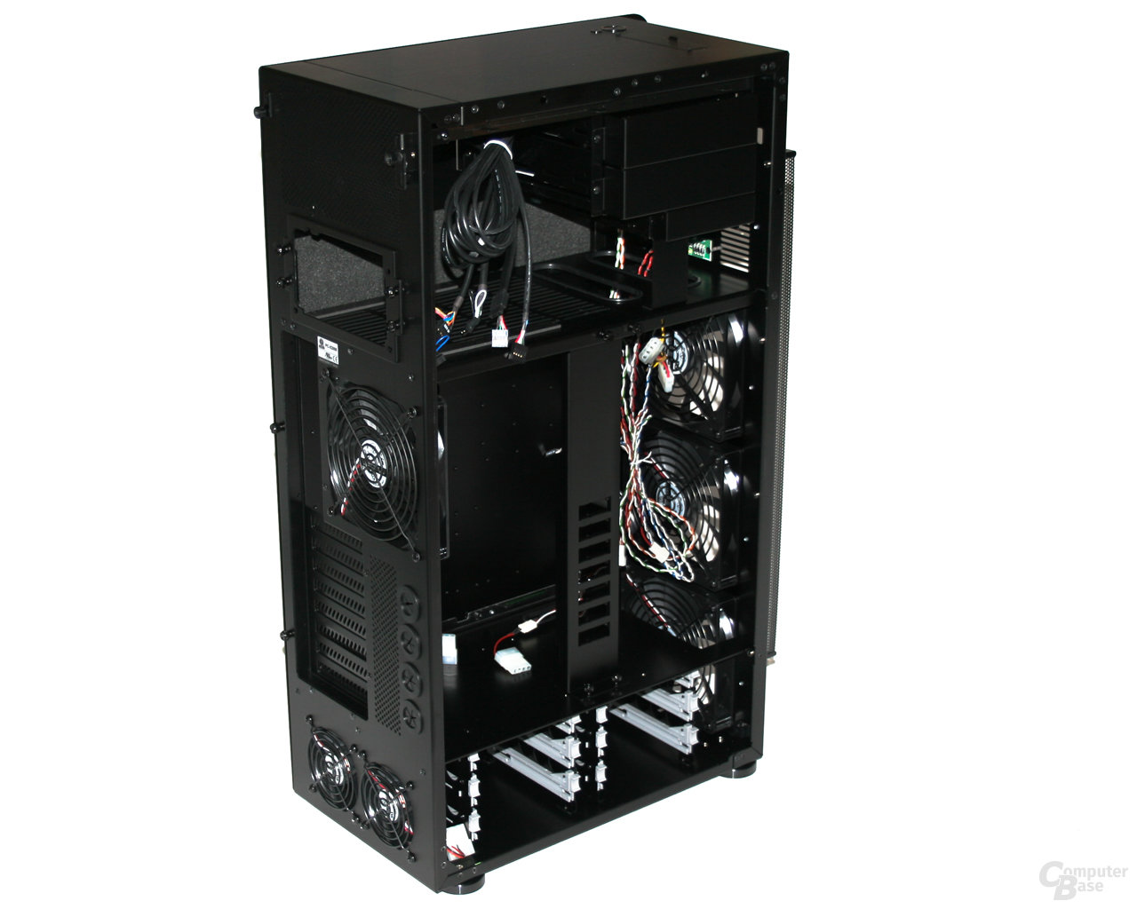 Lian Li TYR Super-Case PC-X2000BW – Innenansicht vorn