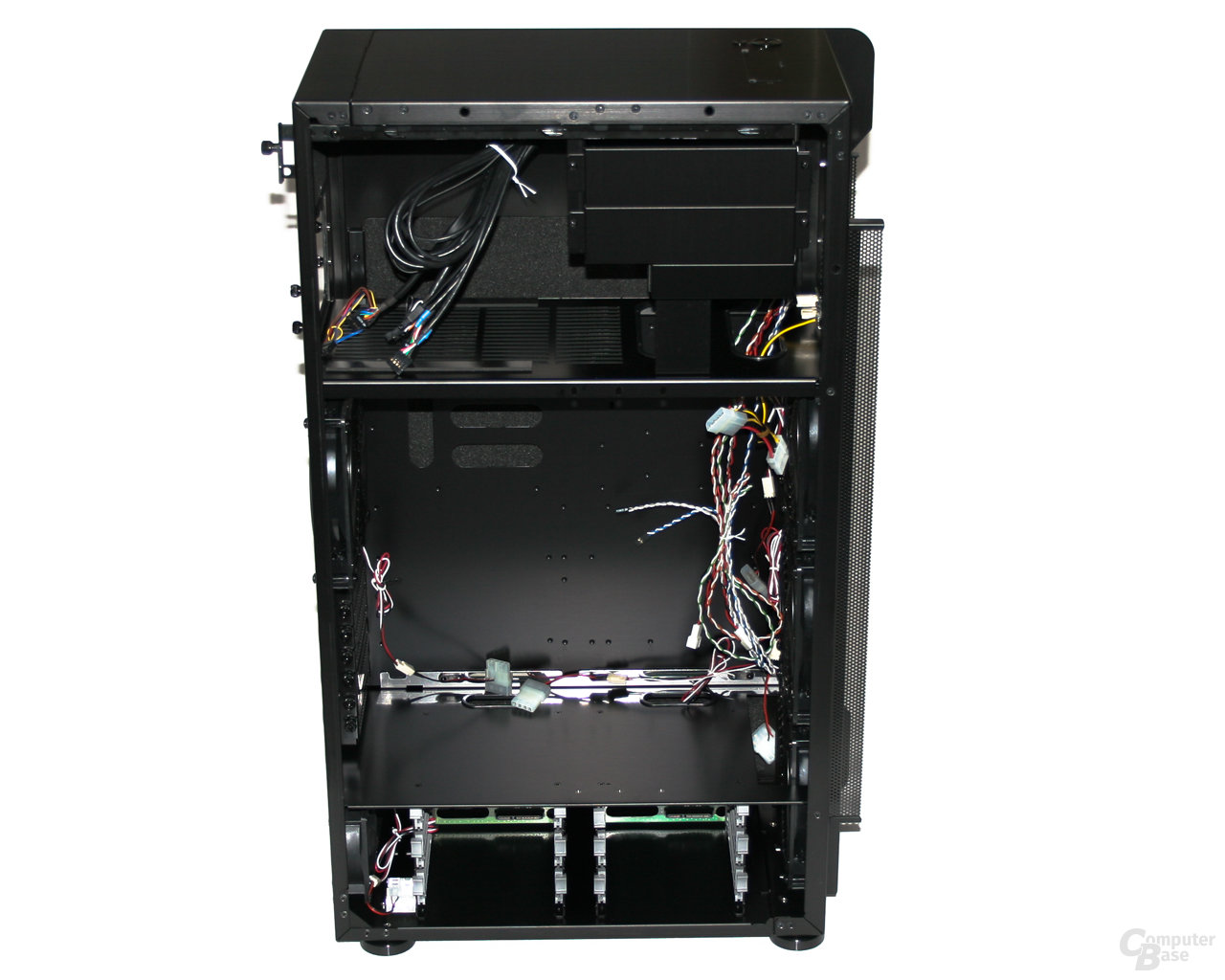 Lian Li TYR Super-Case PC-X2000BW – Innenansicht ohne Strebe