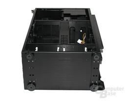 Lian Li TYR Super-Case PC-X2000BW – Unterseite