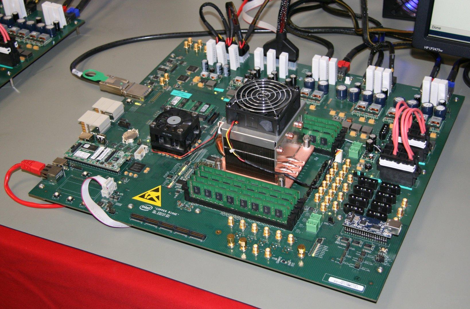 """48-Kern-Prozessor auf Mainboard """"Copper Ridge"""""""