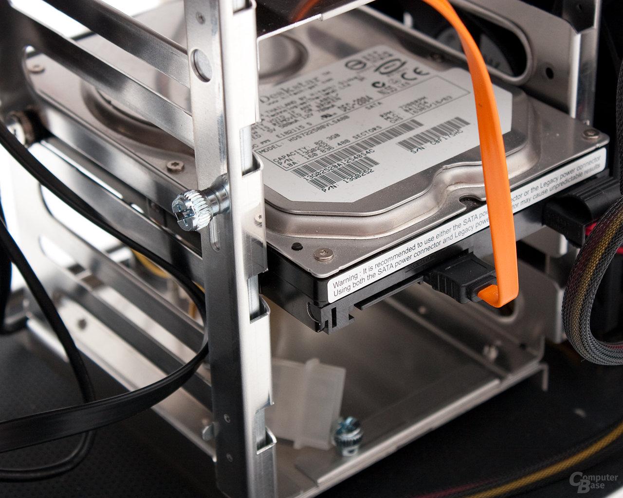 Lian Li PC-B25F – HDD-Verriegelung geschlossen