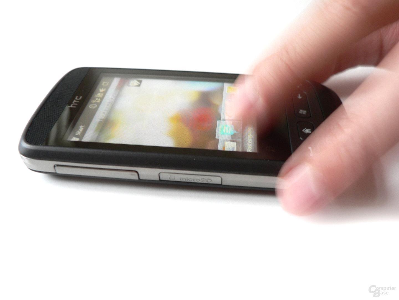 Die Bedienung erfolgt zumeist über die TouchFLO-Leiste