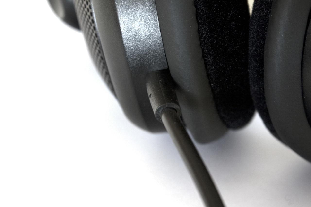 fest verbundenes Kopfhörerkabel