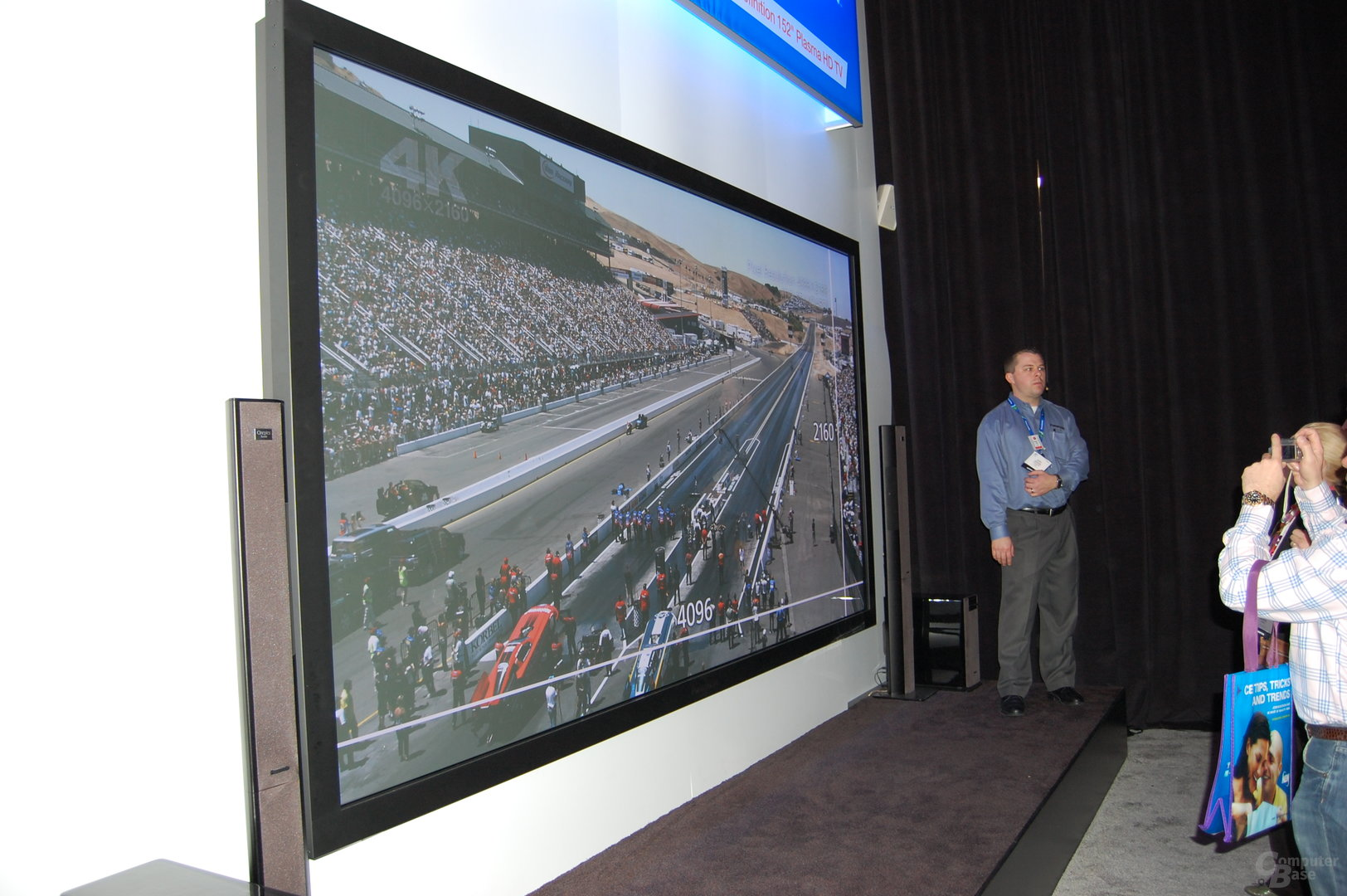 Panasonic Ultra HDTV mit 152 Zoll