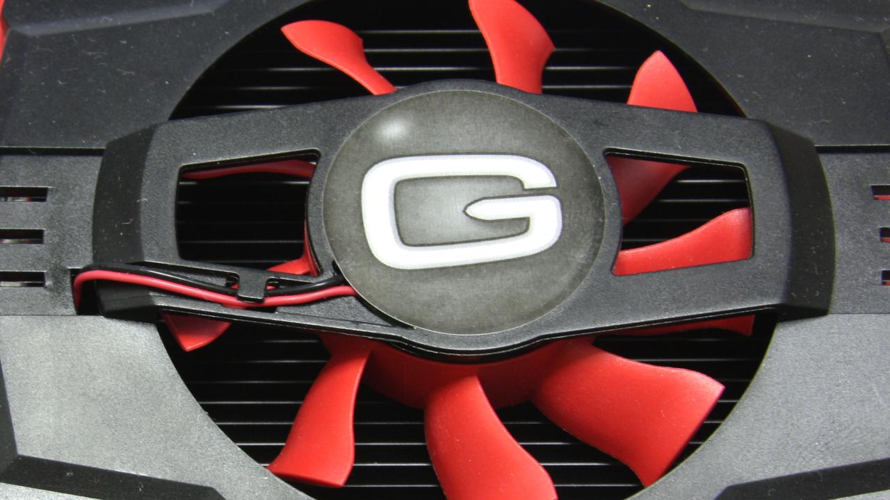 GT 240 mit DDR3 im Test: Gainward mischt langsamen Speicher mit gutem Kühler
