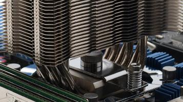 CPU-Kühler für Intel im Test: Thermalright Venomous X gegen Cogage Arrow