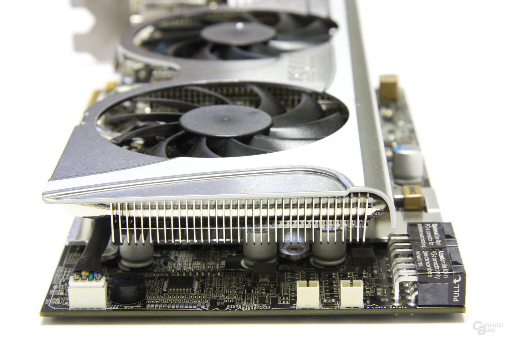 Radeon HD 5870 Lightning von hinten