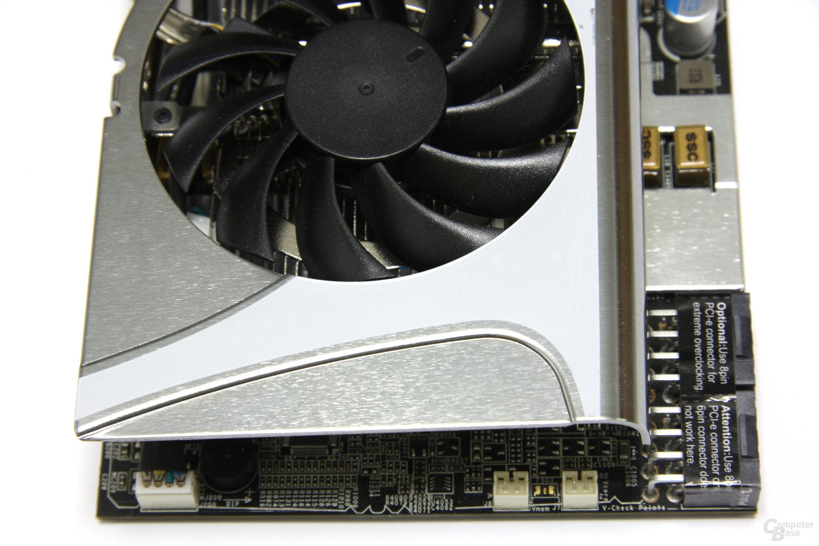 Radeon HD 5870 Lightning von oben