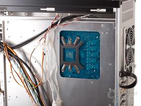 Lian Li PC-A77F – Aussparung für CPU-Kühler