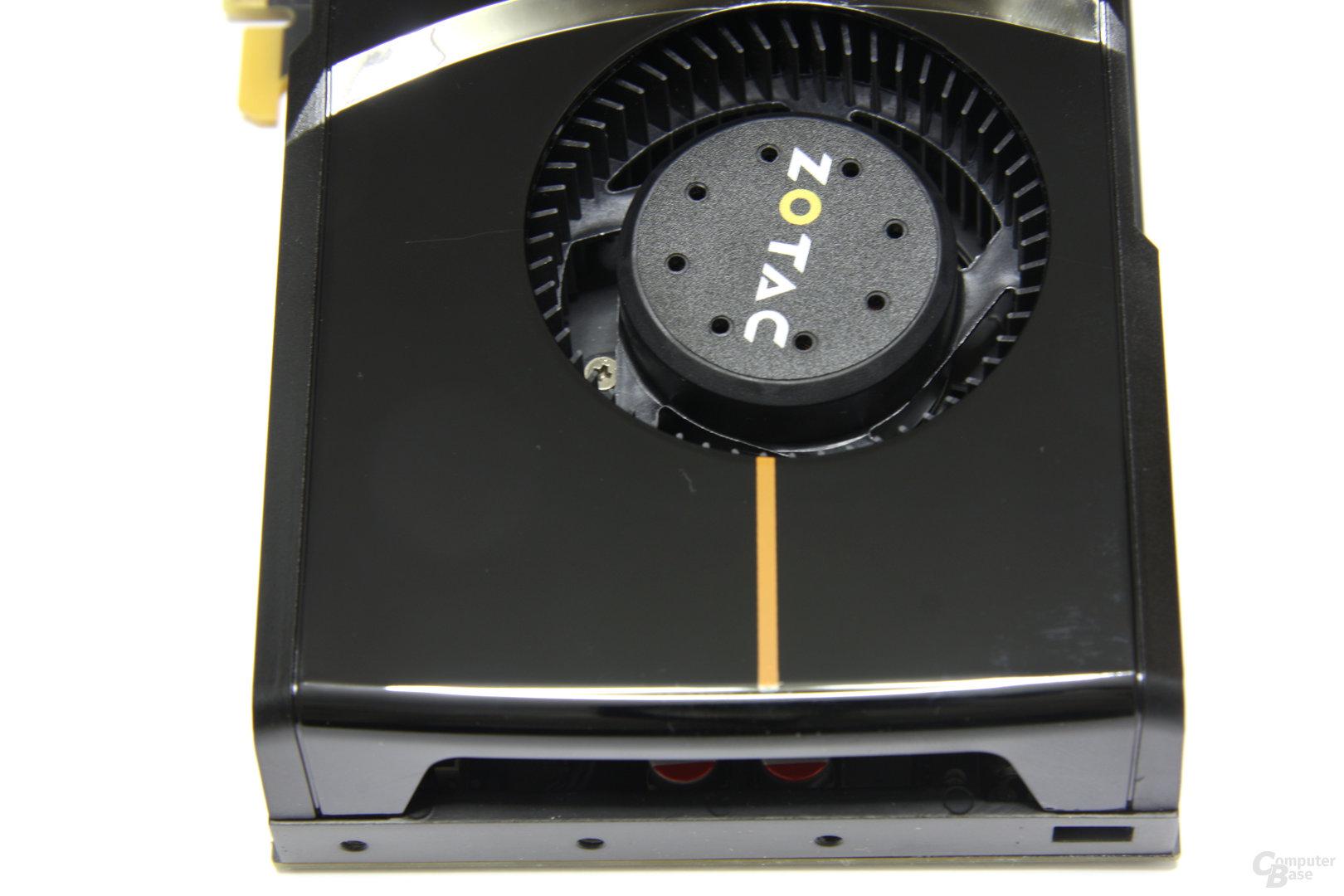 GeForce GTX 465 Karte von oben