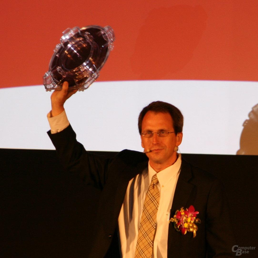 Rick Bergman mit Fusion-Wafer