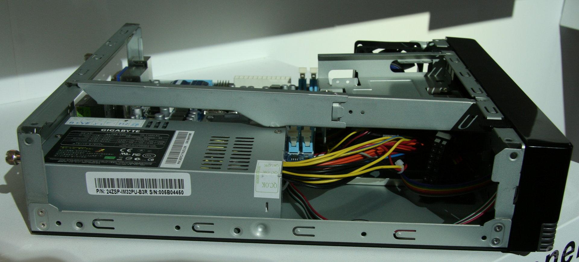 H55-Mini-ITX-Bard im passenden Gehäuse