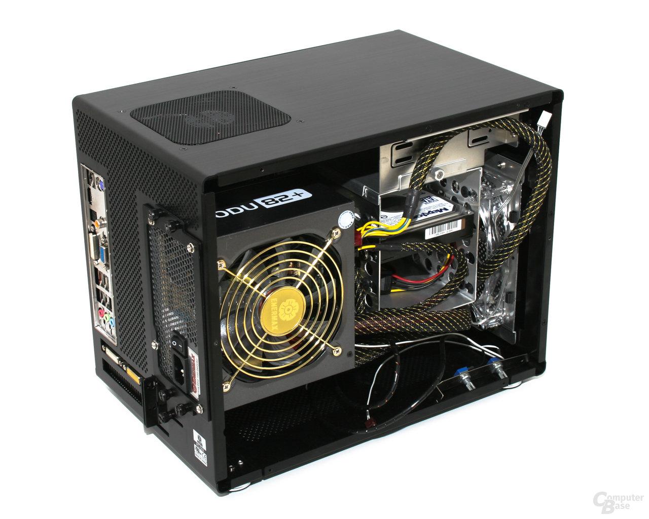 Lian Li PC-Q08 – Innansicht vorn links mit Hardware