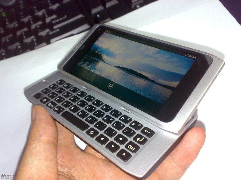 Nokia N9 Prototyp: Tastatur und Display