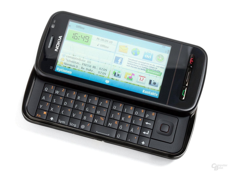 Schwarzes Nokia C6-00, geöffnet