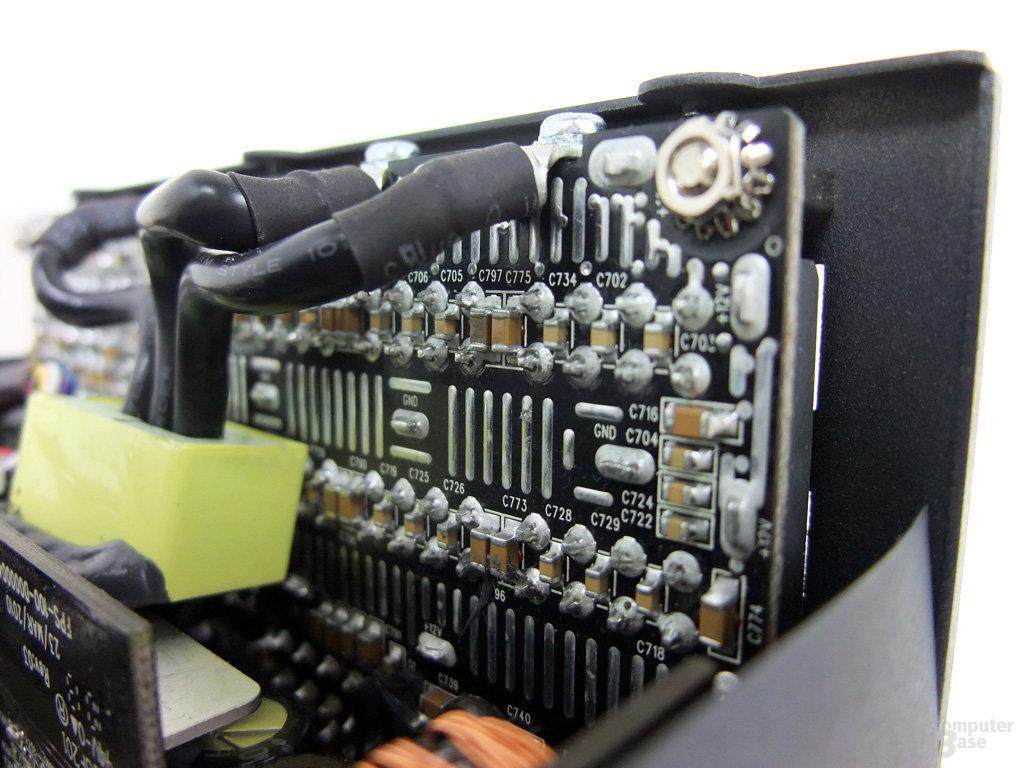 Corsair AX1200 – Kabelmanagementplatine