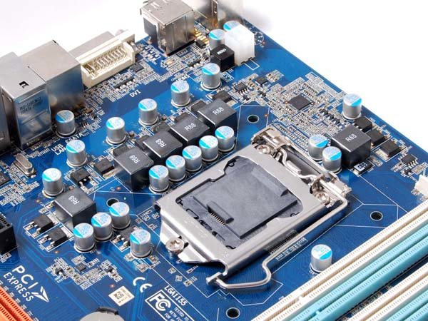 Zotacs H67-Platine im Micro-ATX-Format