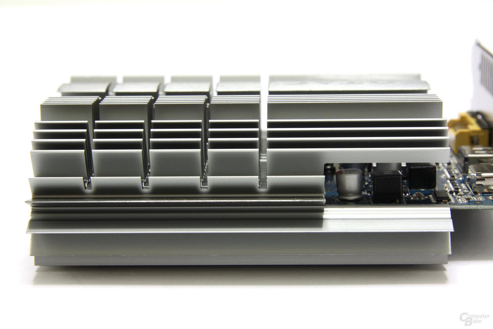 GeForce GT 430 Zone Edition Kühler Seitenansicht