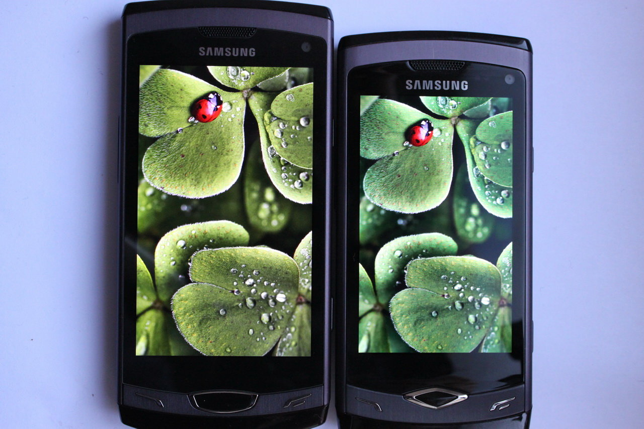Samsung Wave II (Super Clear LCD) – Samsung Wave (Super AMOLED)