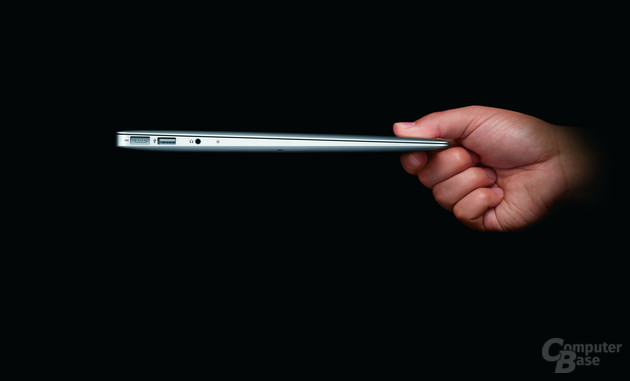 MacBook Air: 13,3-Zoll-Modell in der hand