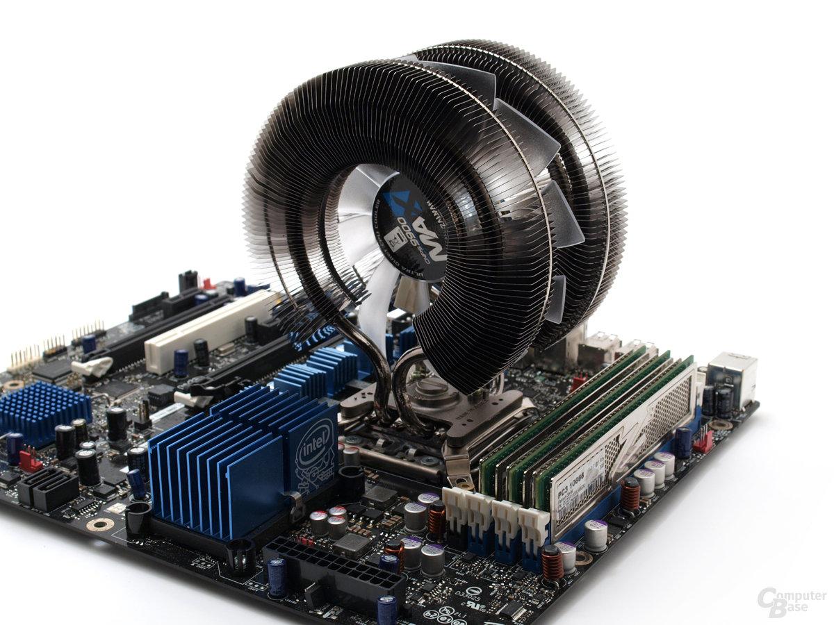 Fertig montierter 9900 Max auf Sockel 1366