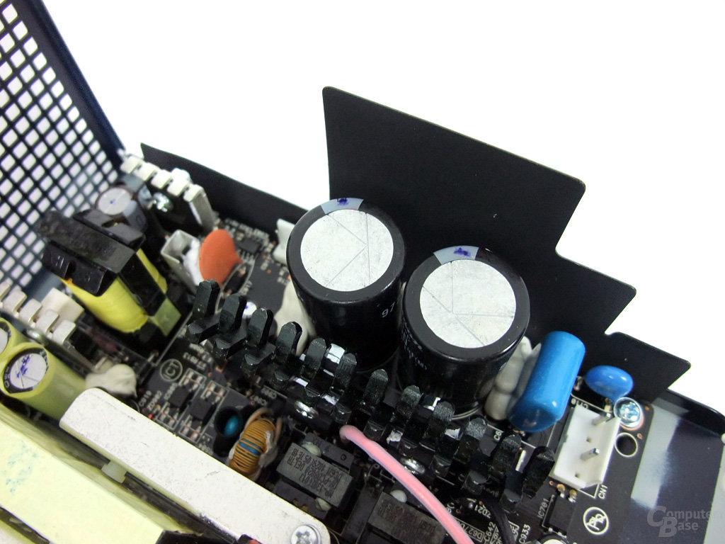 Antec High Current Pro 1200W – Primärkondensatoren