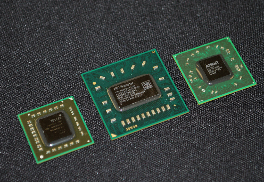 Zacate (links), aktuelle Notebook-CPU (Mitte) und deren Chipsatz (rechts)
