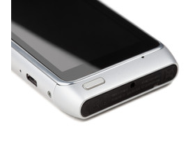 Nokia N8-00: Unterseite