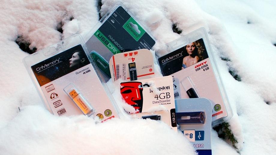 Billige USB-Sticks im Test: Was taugen Speichersticks vom Wühltisch?