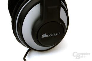 Corsair-Logo auf der Ohrmuschel