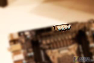 X68-Board mit Sockel R (LGA 2011)