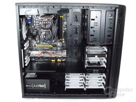 Fractal Design Define XL – Innenraum mit Hardware