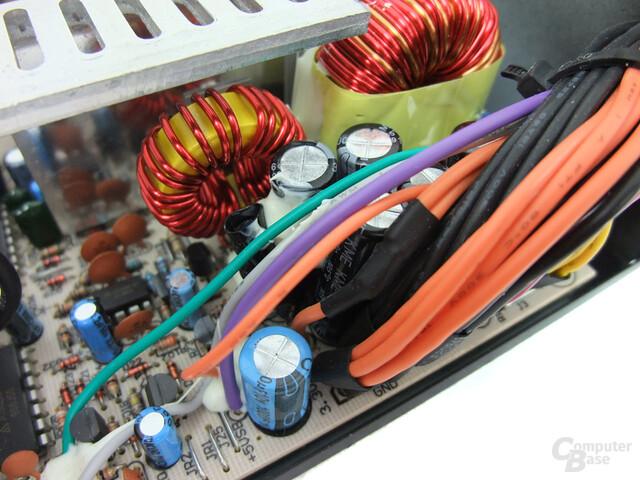 LC-Power LC6500GP2 – Glättungskondensatoren