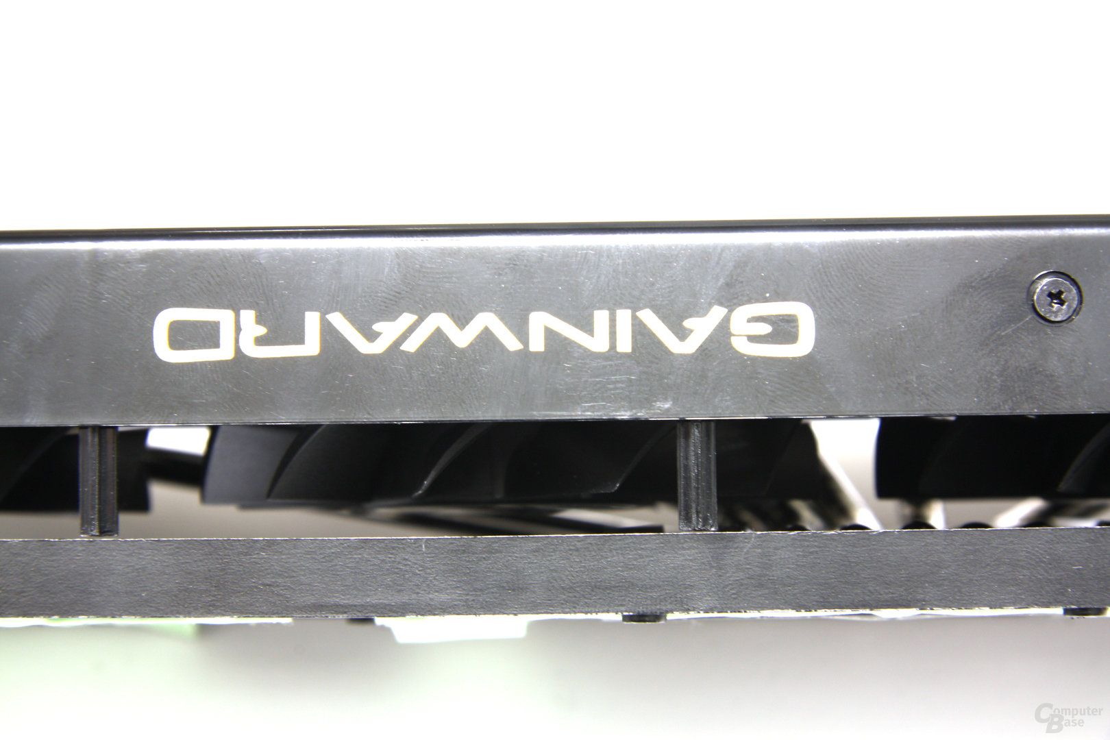 GeForce GTX 580 Phantom Seitenblick