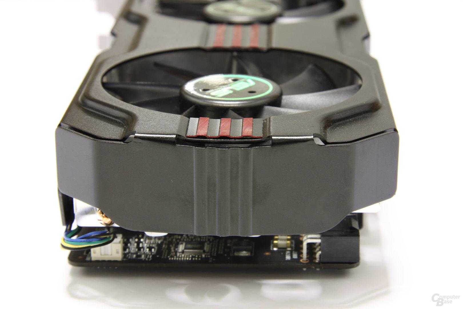 Radeon HD 6970 DirectCU II von hinten