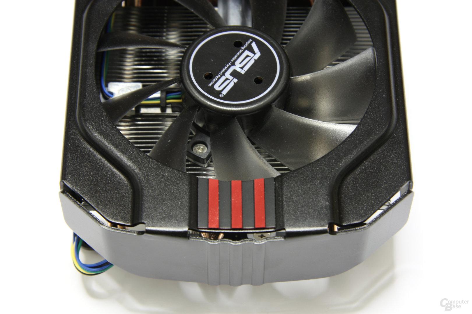 Radeon HD 6970 DirectCU II von oben